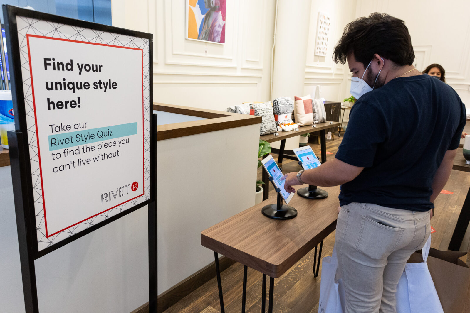 signage and quiz at amazon bookstore experiential events