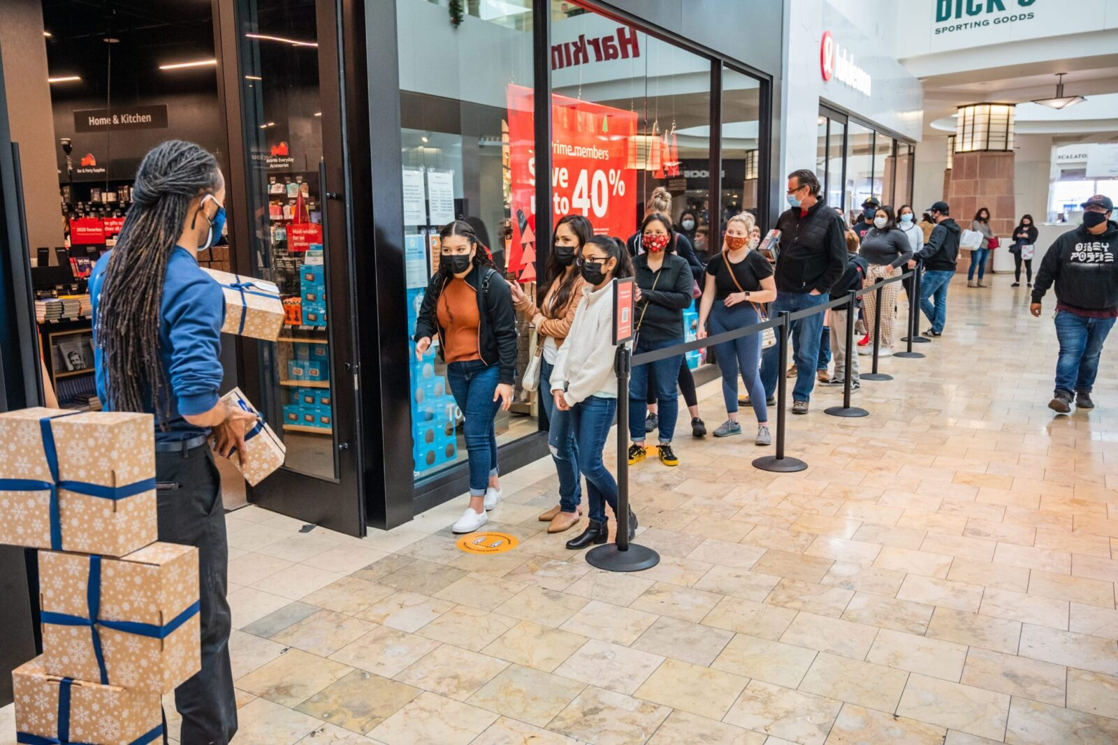 line outside the amazon bookstore experiential events